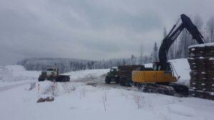 Neechi Resources Ltd - Forwarding Access Matting with bunk trucks